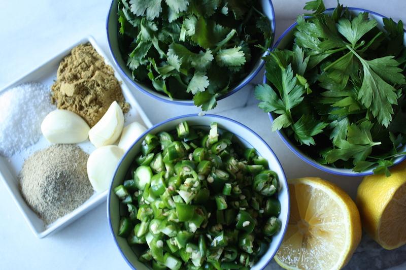 Приготовление соуса с травами