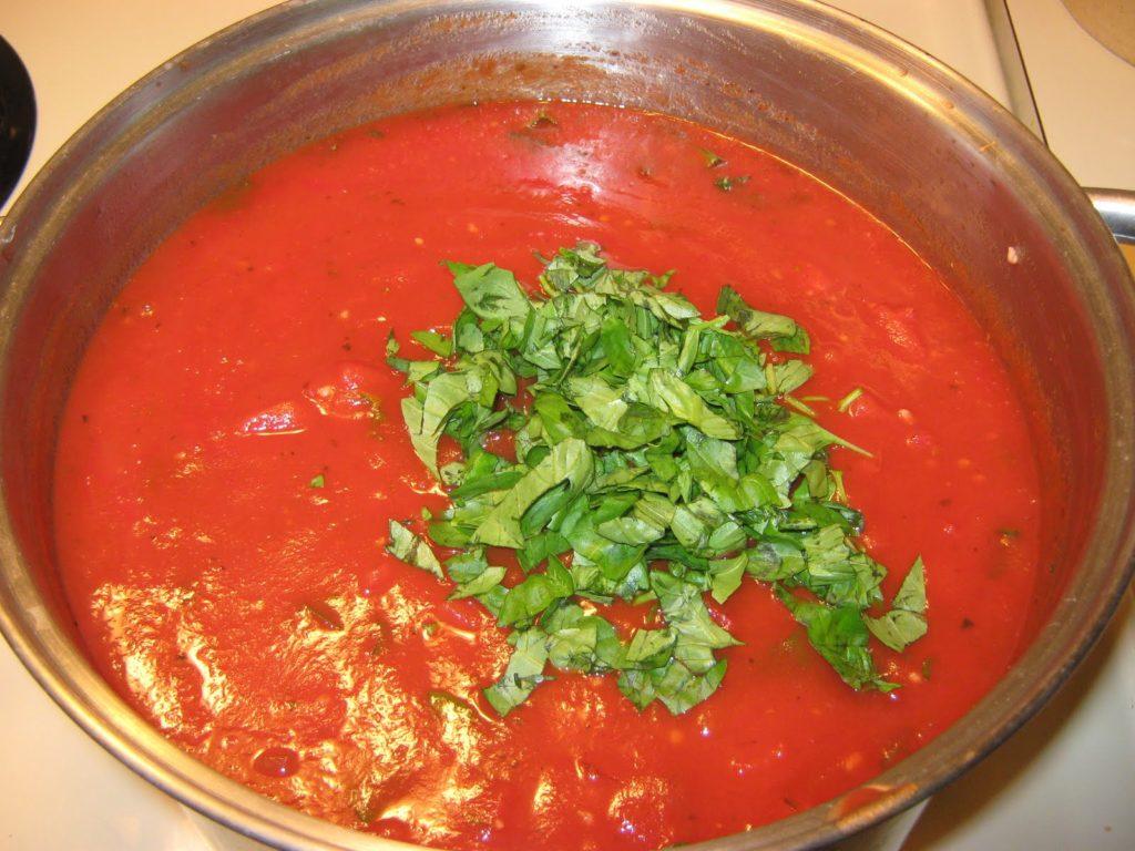 Соус с томатом и базиликом