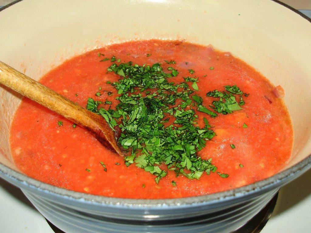 Томатный соус с кинзой